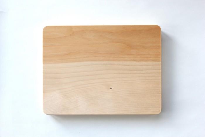 切って、叩いて、食卓に。木のまな板の働きかた