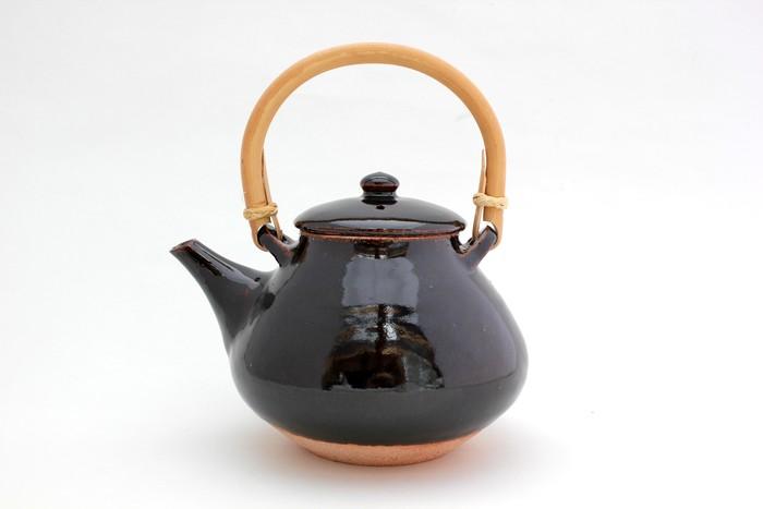 伊賀焼・土楽窯で製作された、煮出し茶に活躍する土瓶