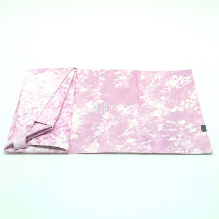 白革に、パステルカラーの彩色を施した『所作』のお財布と名刺入れ