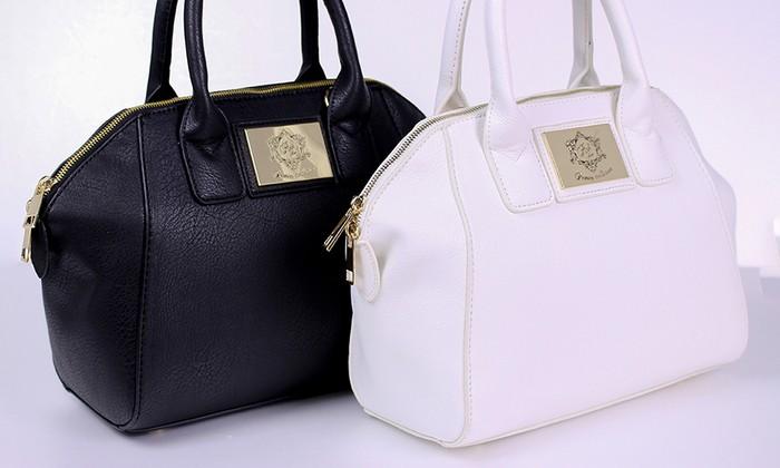 リッチな質感とブランドのロゴプレートが大人可愛い、2Wayで使えるボストンバッグ♪