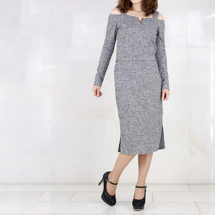 美シルエットの「ミモレ丈」リブニットワンピースの上手な着こなしテクを紹介します!