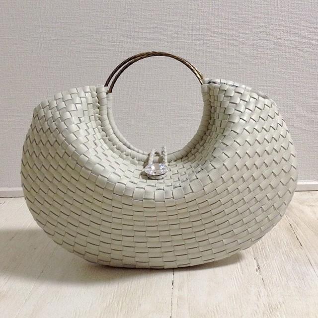 本革を丁寧に編み込んだハンドメイドバッグ「Papagena ivory」