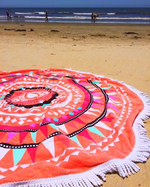 LAで大人気!ビーチで使えるラウンド型タオル「ビーチラグ」