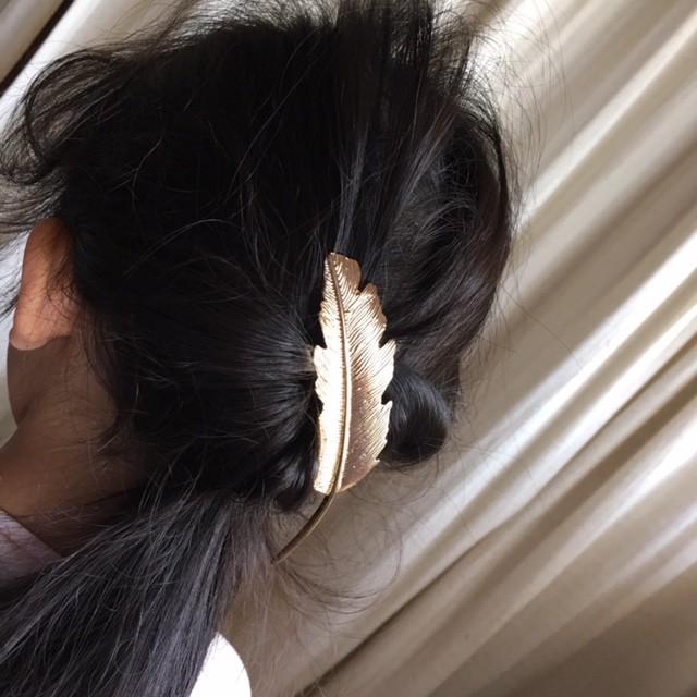 娘の登園ヘアスタイル「くるりんぱ」に添えたいフェザーのヘアアクセ