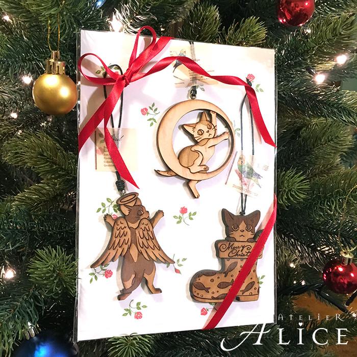 天然木製の子猫オーナメント3個セット。猫好きさんへのプレゼントにいかがですか?
