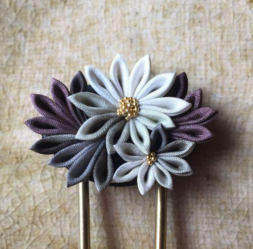 日本の伝統工芸「つまみ細工」。大人可愛いかんざし出来ました。