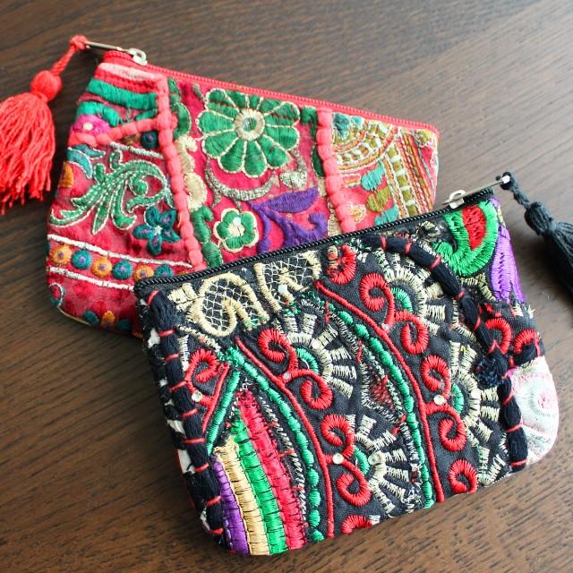 小物だからこそ、こだわりのものを。全て手作業で作り上げられた世界でたったひとつの刺繍ポーチ。