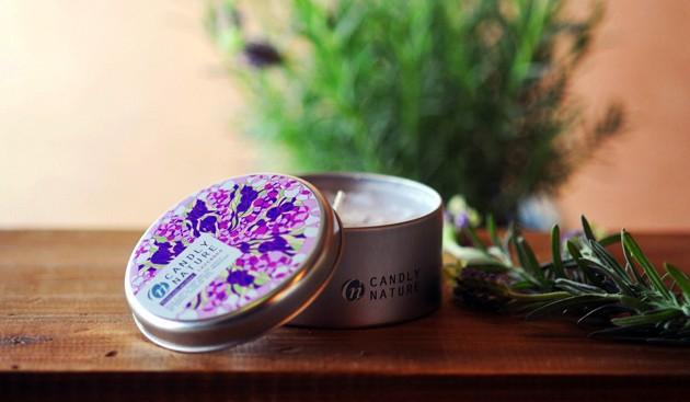富良野のラベンダーから採取した100%ピュアな精油を使ったラベンダーキャンドル