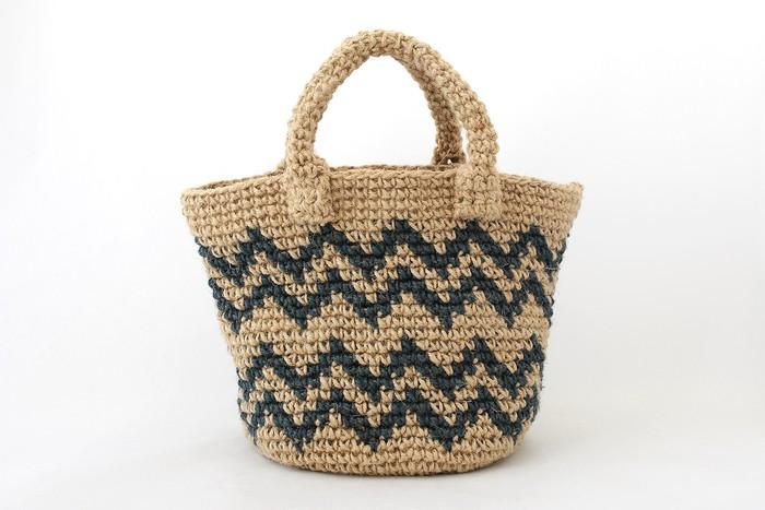 じぐざぐ模様が大人っぽい。夏から秋まで使える、麻ひもバッグ