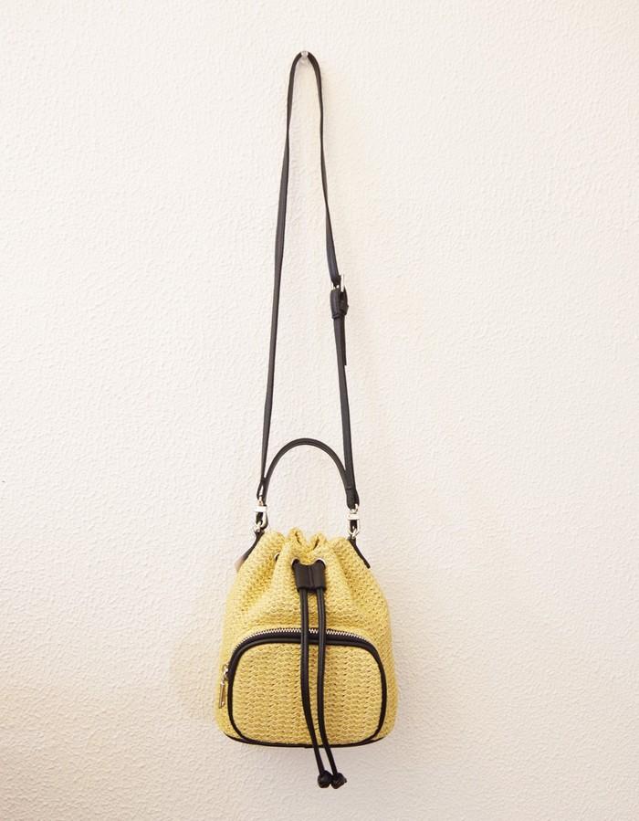 コロンとしたデザインが可愛い巾着バッグです☆