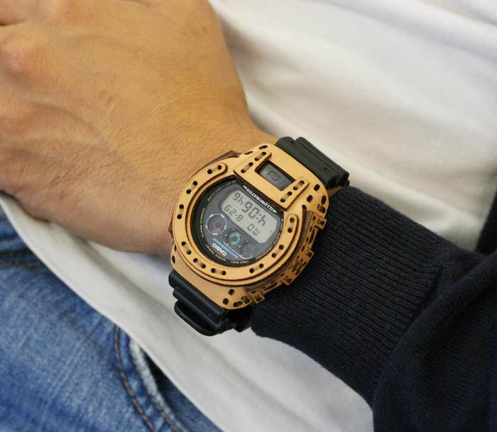 時計にも着せ替えを。G-SHOCKを豪華に飾るレザーケース。