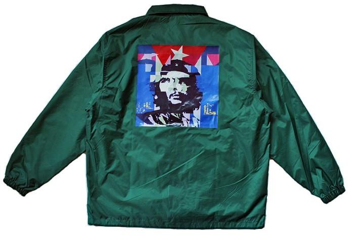 キューバの革命家「チェ・ゲバラ」をプリントしたコーチジャケット