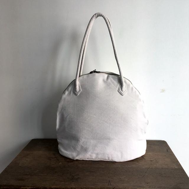 1960〜80年代フランスのベッドリネンを使用して、丹精込めて作り出したバッグ
