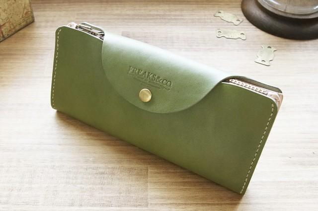 産地の人達と共にあるレザーアイテム。使い勝手抜群の長財布を作りました。