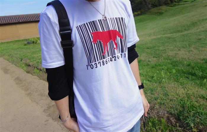 ストリートにもカジュアルにも!珍しいバーコード柄のTシャツ
