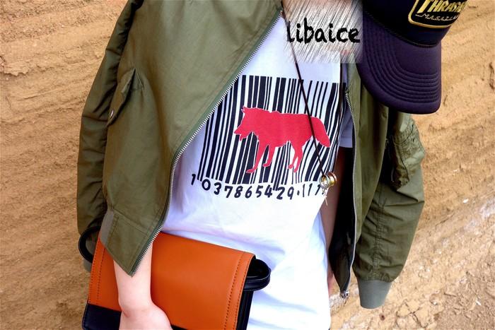 女の子が今風のオーバーサイズで着れるバーコードDOG(RED)のTシャツ