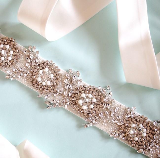 【自信に満ち溢れたリッチでグラマラスな花嫁に】サッシュベルトの威力