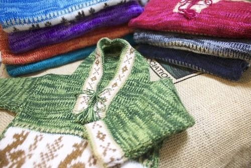 冬の子供服はこれに決まり!アルパカ製フード付きセーターでオシャレに防寒しちゃいましょう