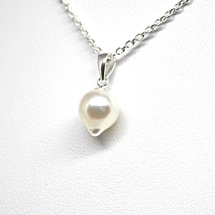 お洋服に合わせやすい、しずく型あこや真珠のネックレス。プレゼントにもおすすめ♪
