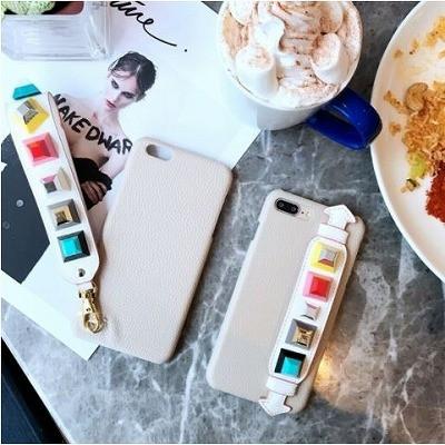 ポップなカラーが超オシャレ♪キューブスタッズストラップ付iPhoneケース