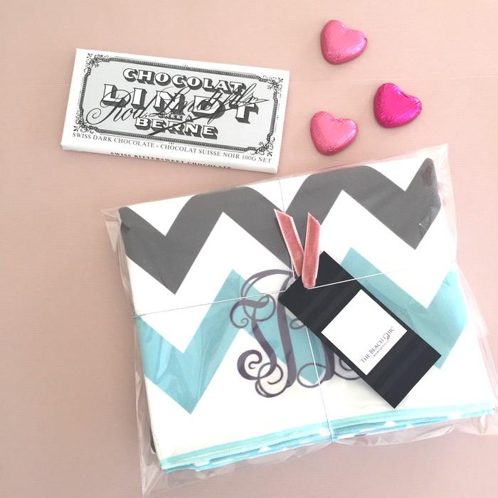 板チョコ並にコンパクト!薄くて、軽くて、持ち運びに便利なビーチタオルをバレンタインギフトに♡