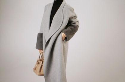 飽きのこない品の良いシンプルなデザイン。2016年のコートは高級感のある美ラインコートで。