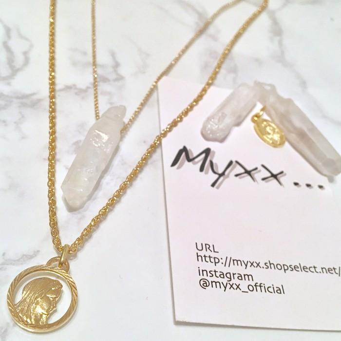 聖母メダイとクリスタルが光る2連ネックレス