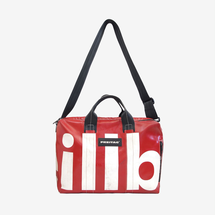ゆったりとしたサイズ感。デイリーにも旅行時にも活躍する、ラップトップ2WAYバッグ