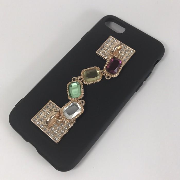 シンプルなブラックにゴージャス感を♡シックなiPhoneケースにビジューのキラキラをプラス!