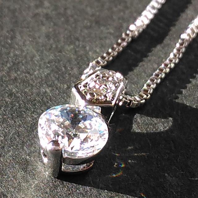 フォーマルにもビジネスにも上品な輝きを与えてくれるジルコニアのネックレス!
