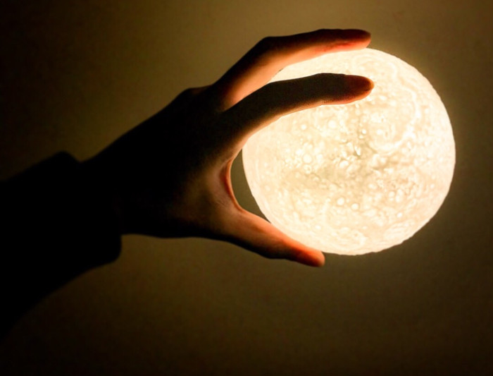 授乳灯にもオススメ!暖かい月の光で優しい気持ちにさせてくれるライト