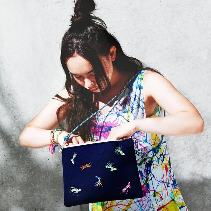 おさかなが泳ぐ、3D刺繍を施したショルダーバッグ