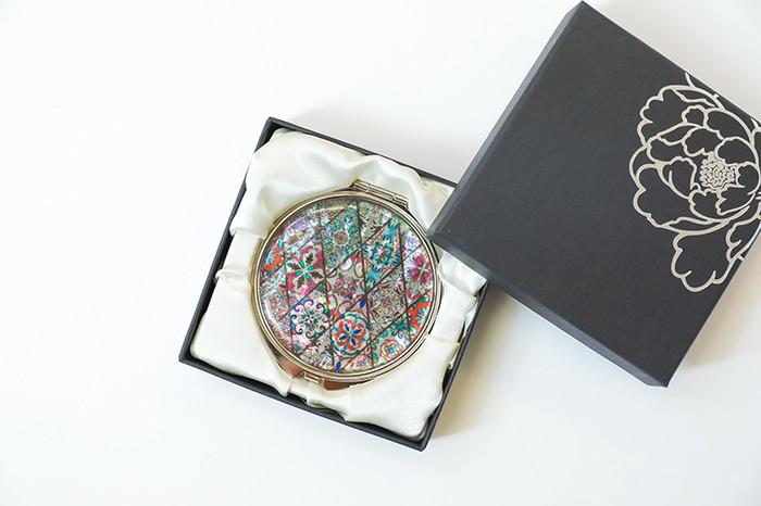 【令和元年】母の日は天然貝螺鈿アートのコンパクトミラーを贈ろう