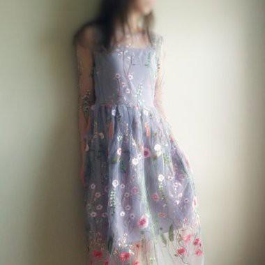 風を感じる着ごこち♡エアリーなボタニカル刺繍ワンピースはいかが?