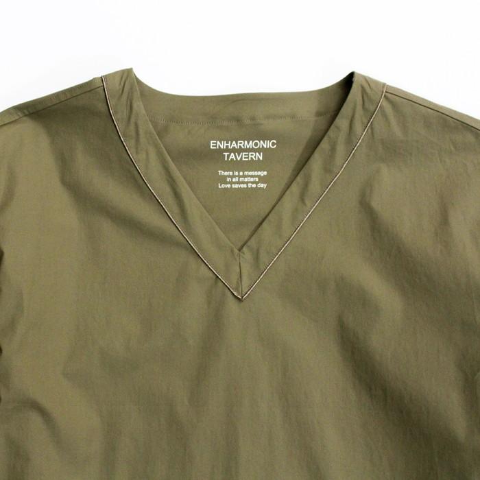 同色のサテンパイピングの光沢がさり気無いアクセントに!シンプルなドクターシャツ
