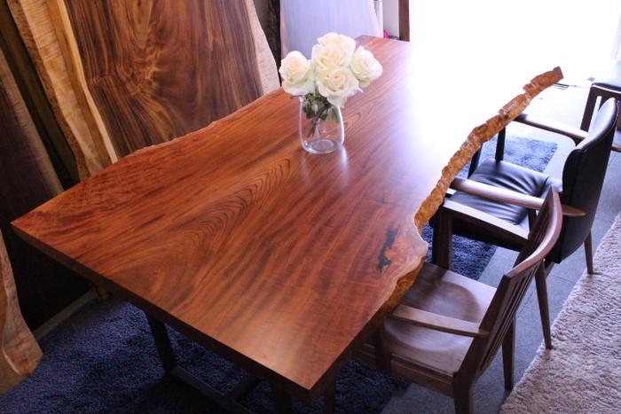 希少な欅のテーブルのご紹介