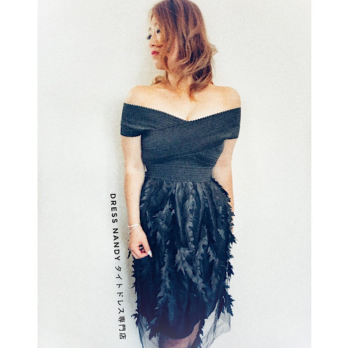 オフショルで、デコルテを思う存分に女性らしさをアピール♡新作ドレスをお届け