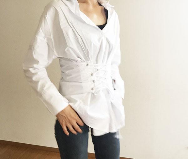 大人の体型カバーはスマートに。コルセット風シャツで、エレガントにスタイルアップ♡