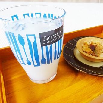 北欧テイストの涼しげなグラスでおうちcafeしませんか?