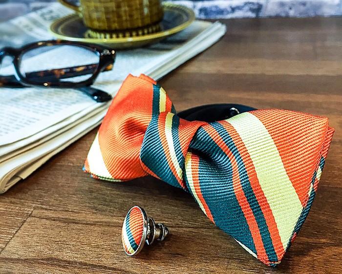 結婚式の招待状が届いている方に!秋色の蝶ネクタイはいかがですか?