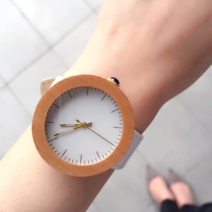 天然木とレザーの自然素材が織り成す、この春おすすめの腕時計