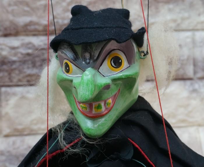 ハロウィンにいかがですか?こわ~い顔した魔女のマリオネット2人組です!