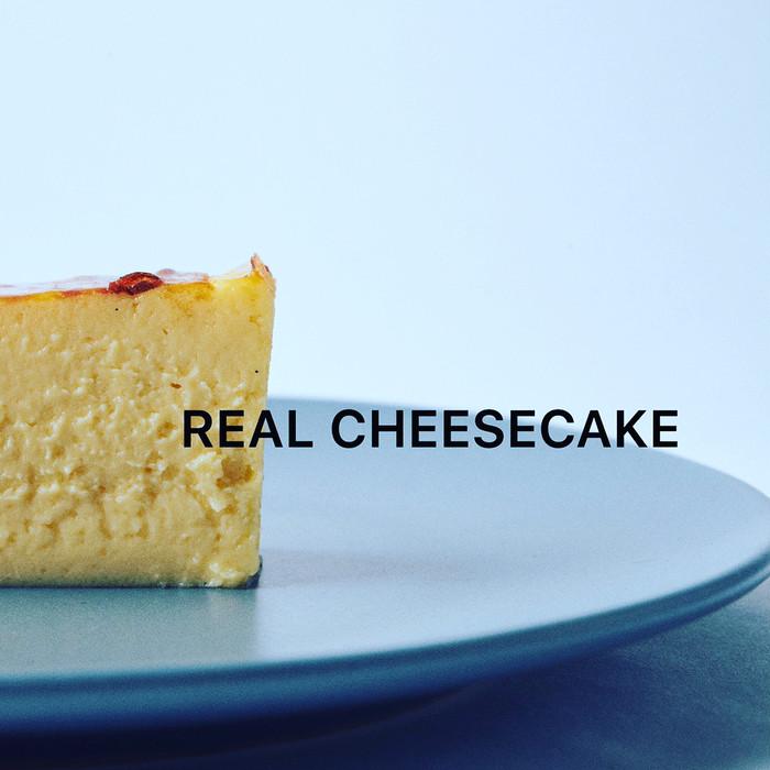 「ひと口の幸せ 甘い幸福」″REAL CHEESECAKE″ とろける口溶け甘く香りチーズケーキ