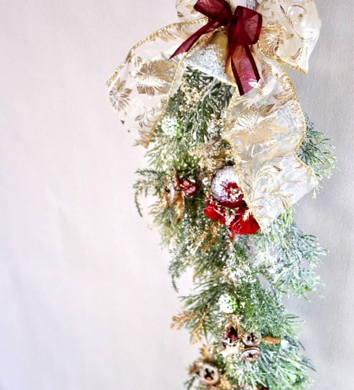 クリスマスリースの進化系!壁に掛けるだけのクリスマススワッグ