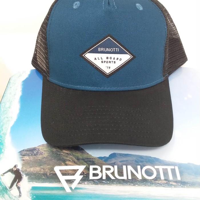 リゾートファッションブランド・ブルノッティのキャップをかぶって海に行こう!