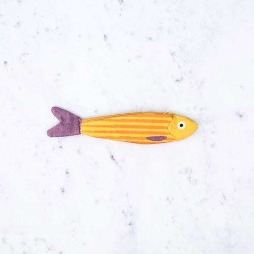 開けるたびにニヤリ!スペイン産のキュートなお魚さんポーチ
