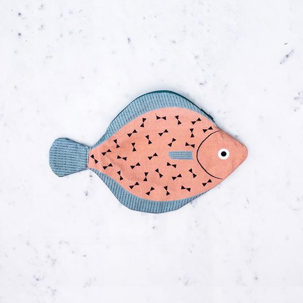 夏のお出かけにテンション上がる!ペラっと可愛いお魚ポーチ