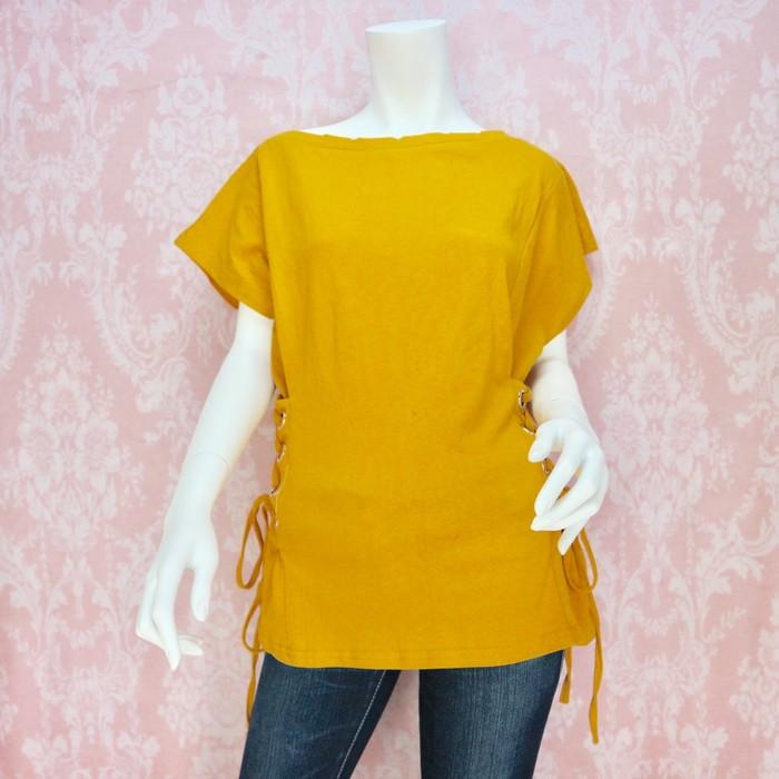 秋らしいマスタードカラーのサイドレースアップTシャツ