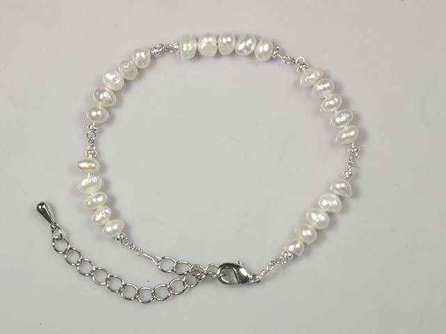 安産のお守りとしておすすめの、淡水真珠とカレンシルバーのブレスレット
