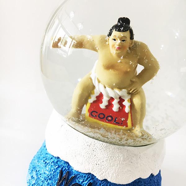 日本を代表とする富士山の上には大きな横綱!ドームの中で舞う白いパウダーが塩のようで相撲を豪快に演出!